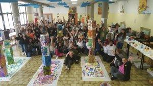 enseignants italien réalisant une exposition idéale